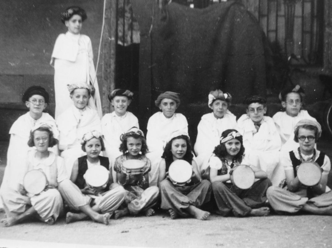 Fete scolaire 19411942 ecole communale de saissac 1